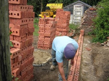 Large sized garden walls built by Hancocks Brickwork